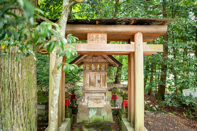 須佐神社境内にある稲荷社(島根県出雲市)の写真