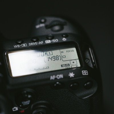 「一眼レフのバッテリーが残りわずか」の写真素材