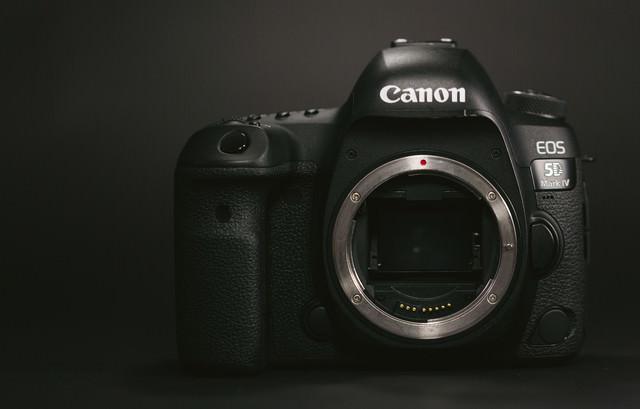 フルサイズのデジタル一眼レフカメラの写真