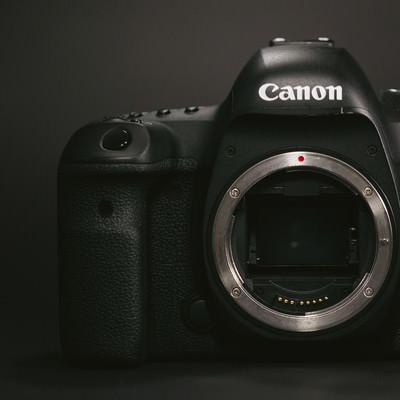 「フルサイズのデジタル一眼レフカメラ」の写真素材