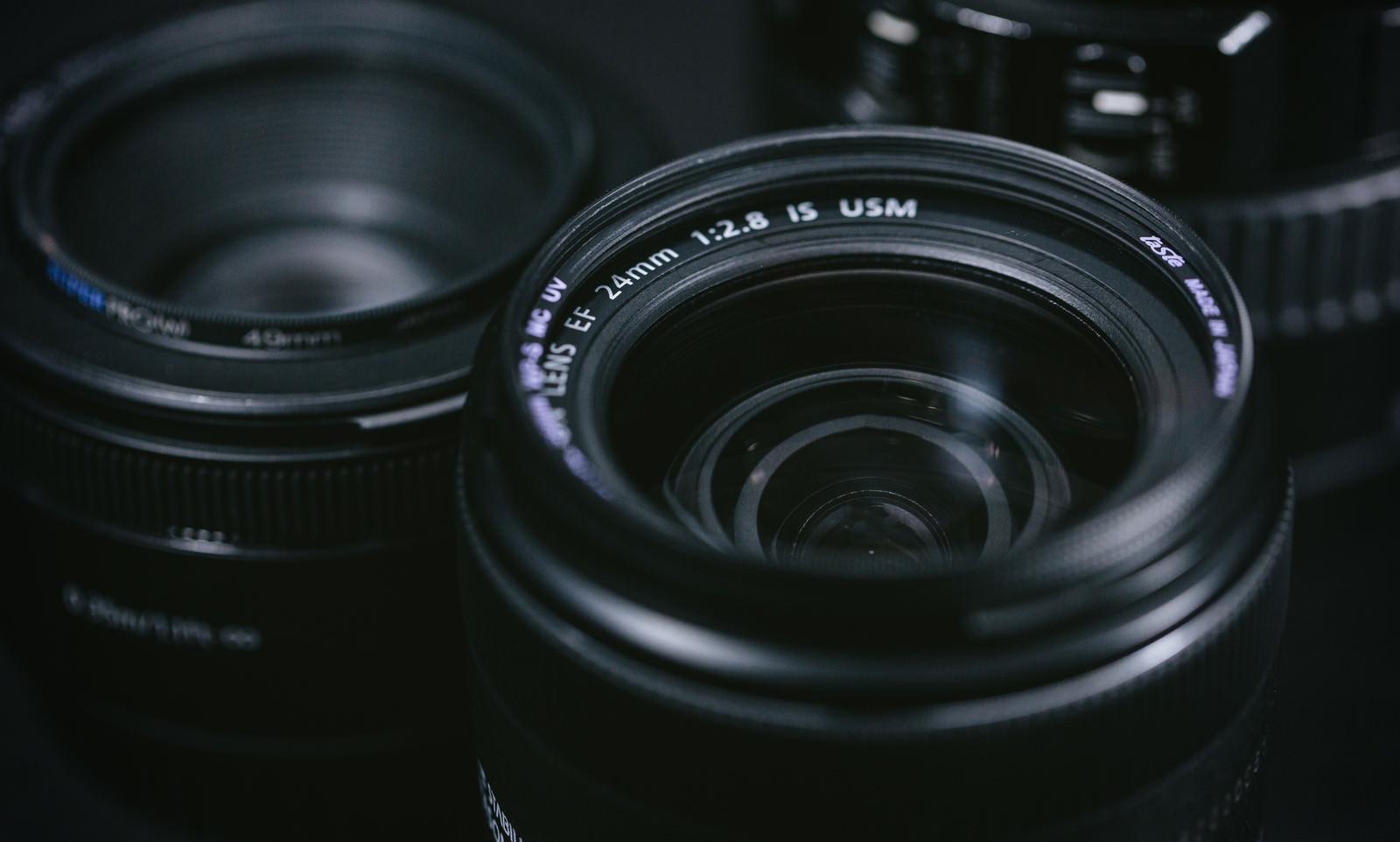「レンズと前玉(まえだま)を守るレンズフィルター」の写真