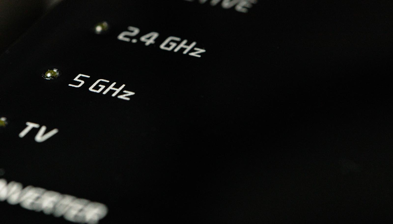 「Wi-Fiルーター2.4GHzと5GHz」の写真