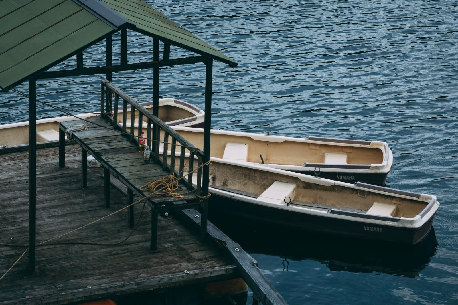 「桟橋に止まるボート」の写真