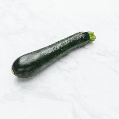 「ズッキーニ(食材)」の写真素材