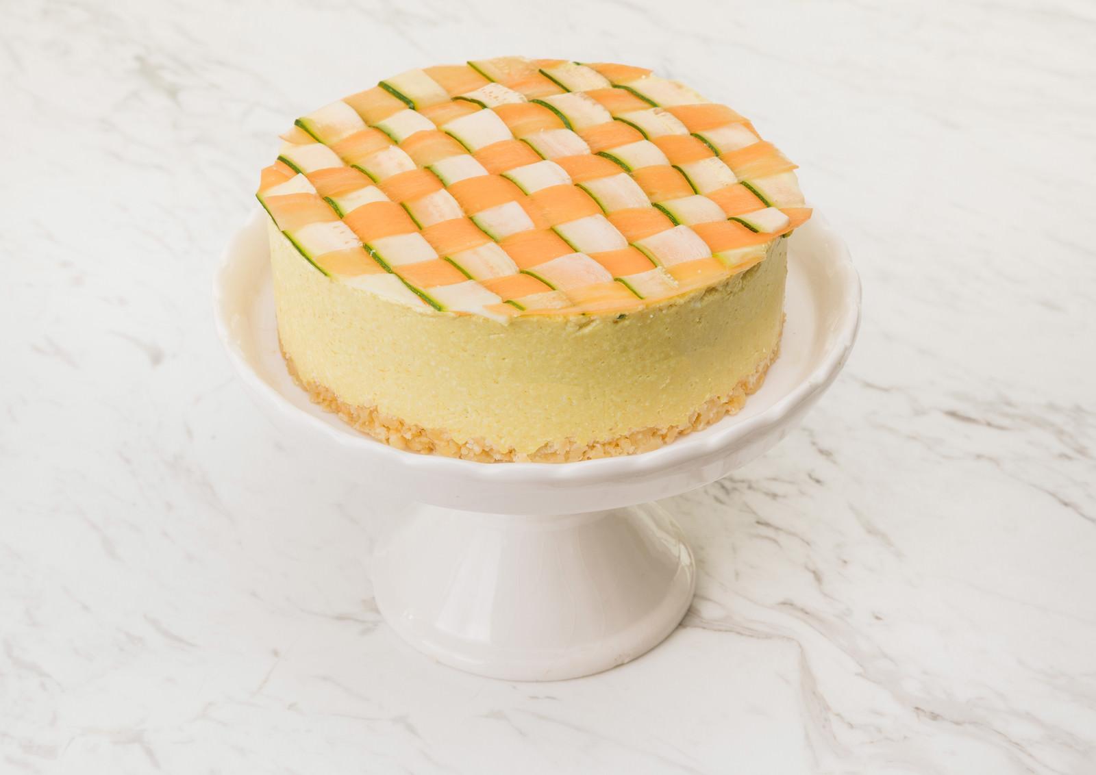 「ズッキーニと人参の甘みがあるヘルシーな「ベジデコケーキ」」の写真