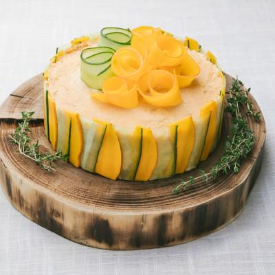 「低糖質な野菜ケーキ「ベジデコサンドケーキ」」の写真素材
