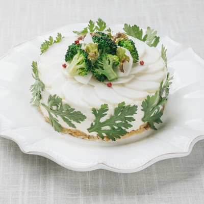 「ビタミンと食物繊維がたっぷりデトックス「ベジデコグリーンケーキ」」の写真素材