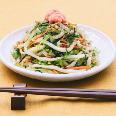 「野菜でかさ増し食べて満足!「大盛りダイエット焼きうどん 」」の写真素材