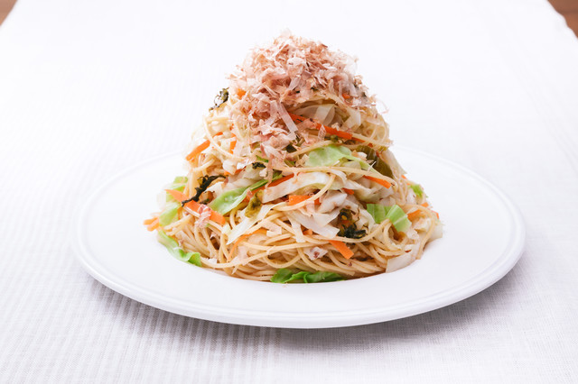 野菜たっぷりだからヘルシー「キャベツ大盛りダイエットパスタ 」の写真