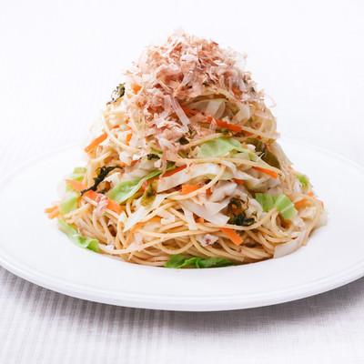 「野菜たっぷりだからヘルシー「キャベツ大盛りダイエットパスタ 」」の写真素材