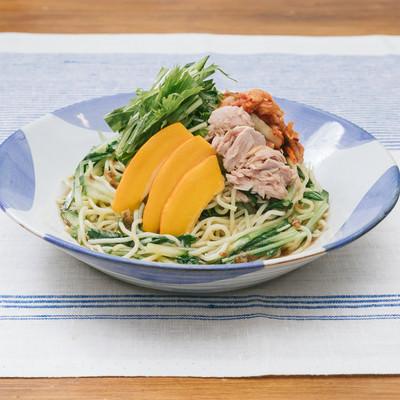 「中華麺も安心して食べられて低糖質「大盛りダイエット冷やし中華」」の写真素材