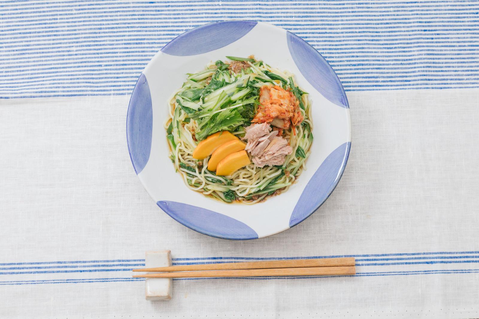 「さっぱりとダシのきいたタレ、大盛り食べても330kcalの冷やし中華」の写真