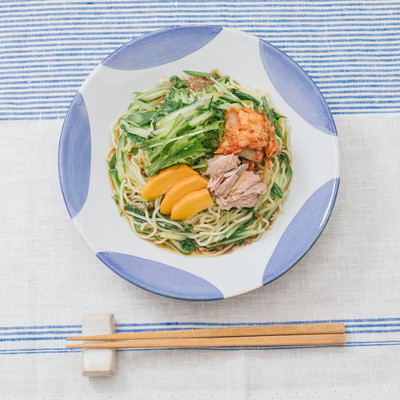 「さっぱりとダシのきいたタレ、大盛り食べても330kcalの冷やし中華」の写真素材