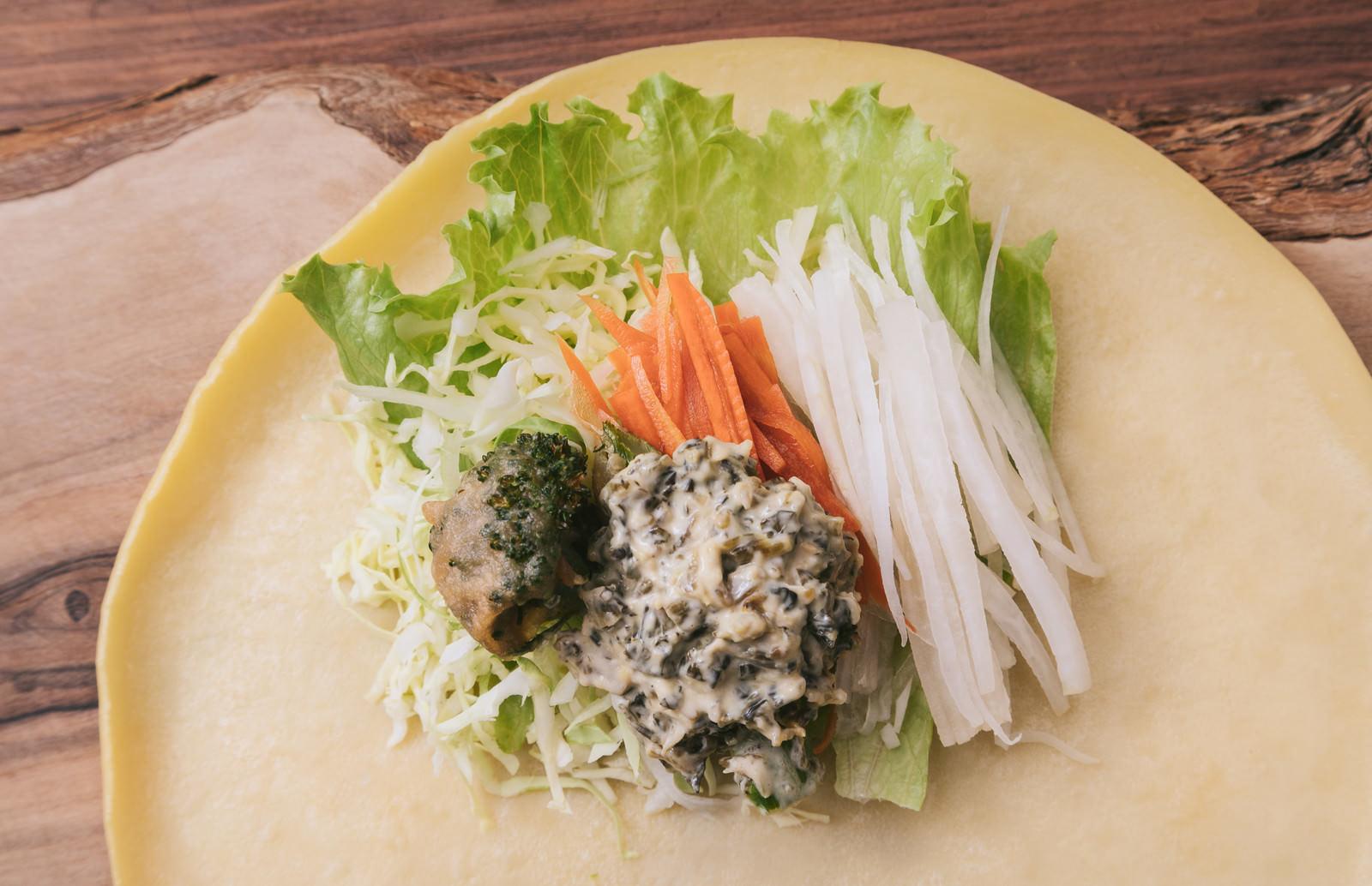 「野菜たっぷりのベジクレープ野菜たっぷりのベジクレープ」のフリー写真素材を拡大