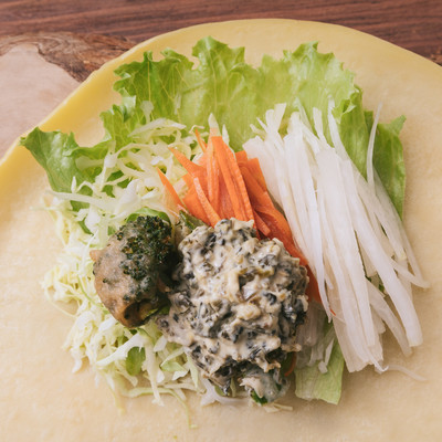 「野菜たっぷりのベジクレープ」の写真素材