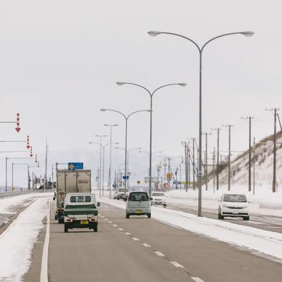 「道路と路肩を区別する「視線誘導標」」の写真素材