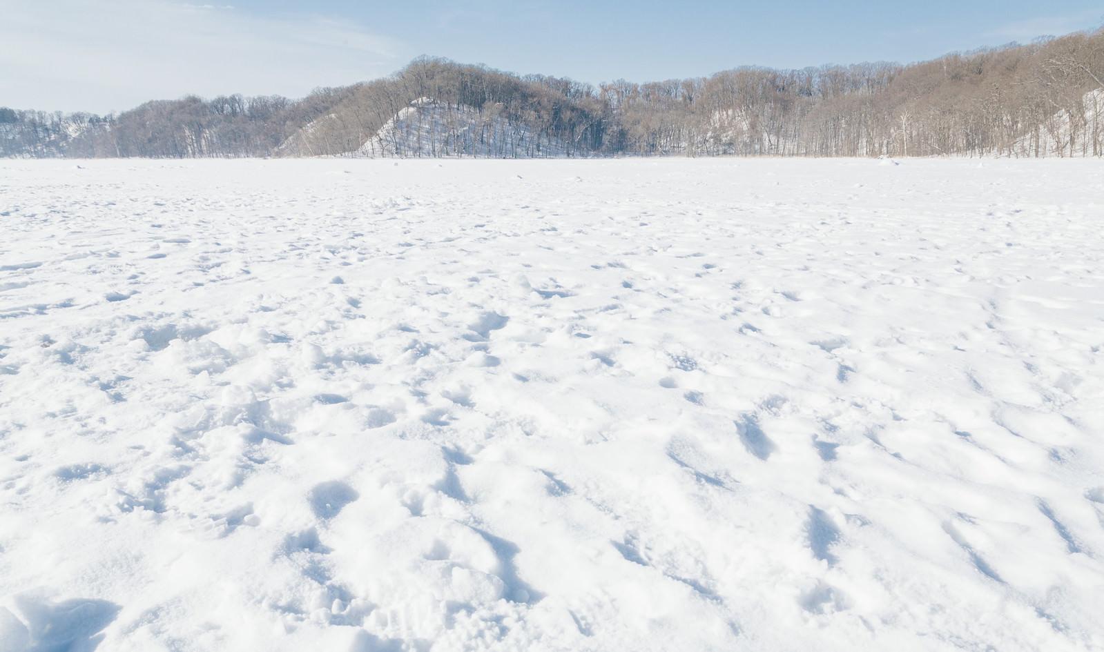「凍った網走湖の上凍った網走湖の上」のフリー写真素材を拡大
