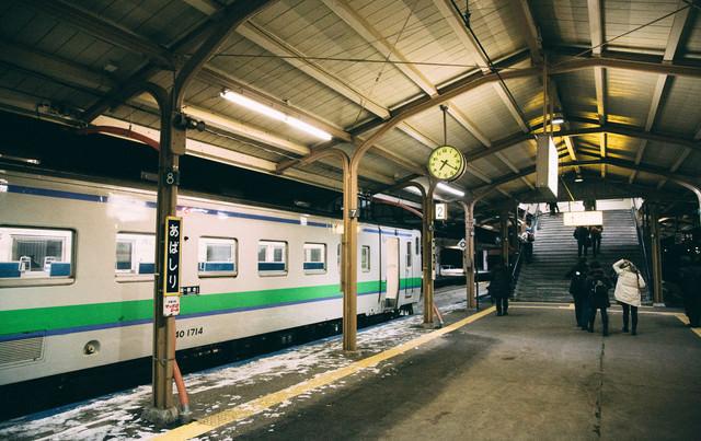 網走駅(ホーム)の夜の写真
