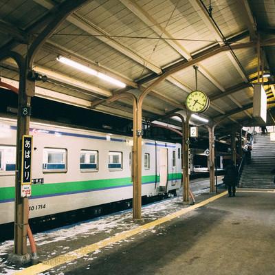 「網走駅(ホーム)の夜」の写真素材