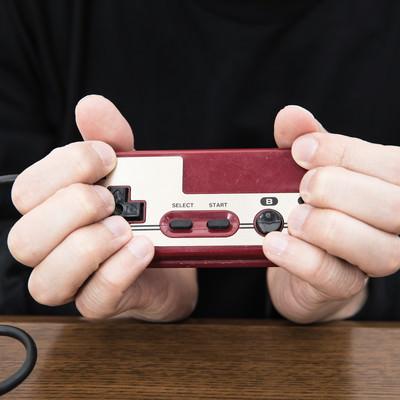 ファミコンのコントローラーでAC持ち(ヘンタイグリップ)の写真