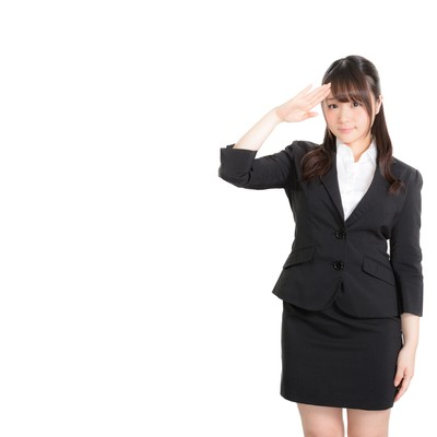 「上司の指示に笑顔で対応するリクスー女子」の写真素材