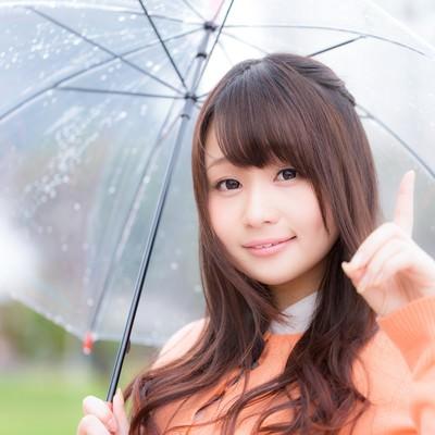 「梅雨前線により天気が崩れ引き続き傘が必要です」の写真素材