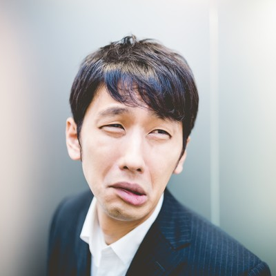 「「だめだこりゃ」と顔をゆがめるリーダー」の写真素材