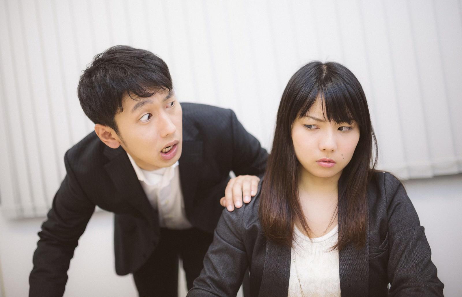 「社内の不正を暴き「犯人はお前だ!」とシャウトする上司」の写真[モデル:大川竜弥 Lala]