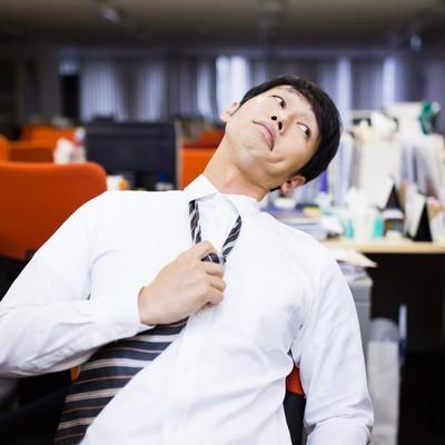「「残業するオレ、カッコイイ!」とドヤ顔をする意識高い系社畜」の写真素材