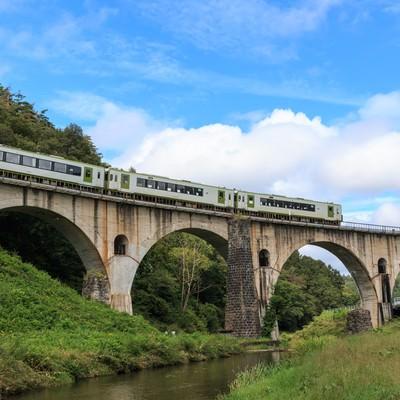 「釜石線が走るめがね橋(岩手県)」の写真素材