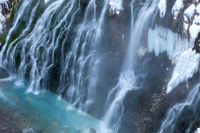冬のしらひげの滝の写真