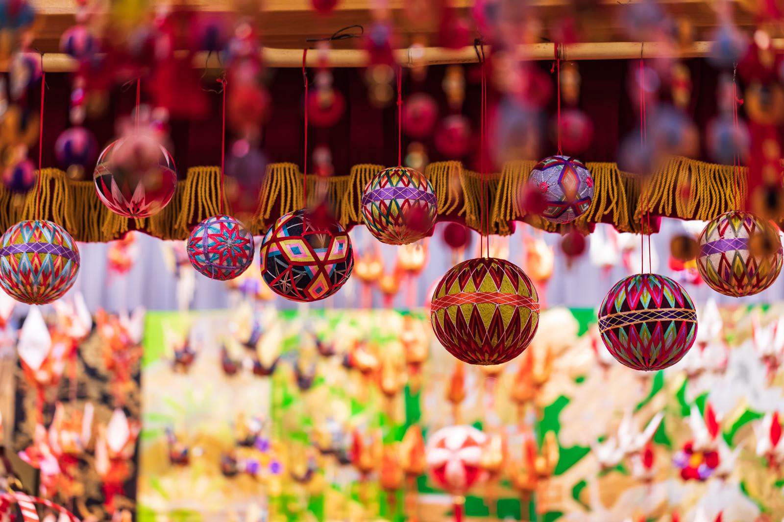 「つるし飾りの大玉」の写真