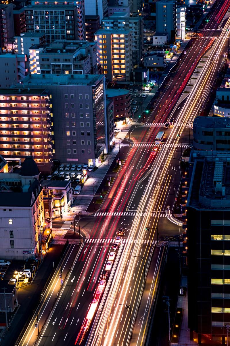 「道路に残る車の光跡(仙台)」の写真