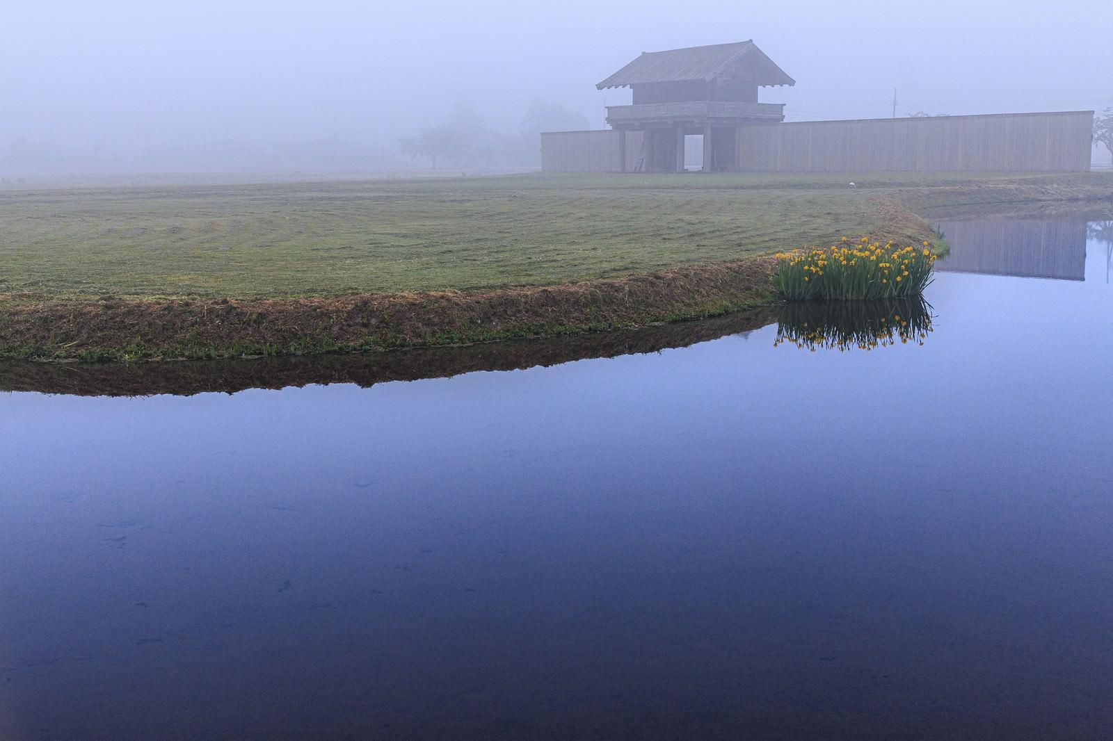 「朝霧に包まれる払田の柵(秋田県)」の写真