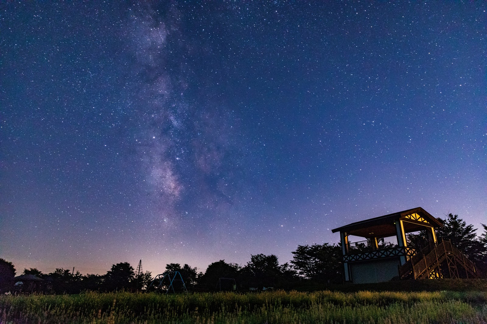 「ラベンダー園から見える天の川 | 写真の無料素材・フリー素材 - ぱくたそ」の写真