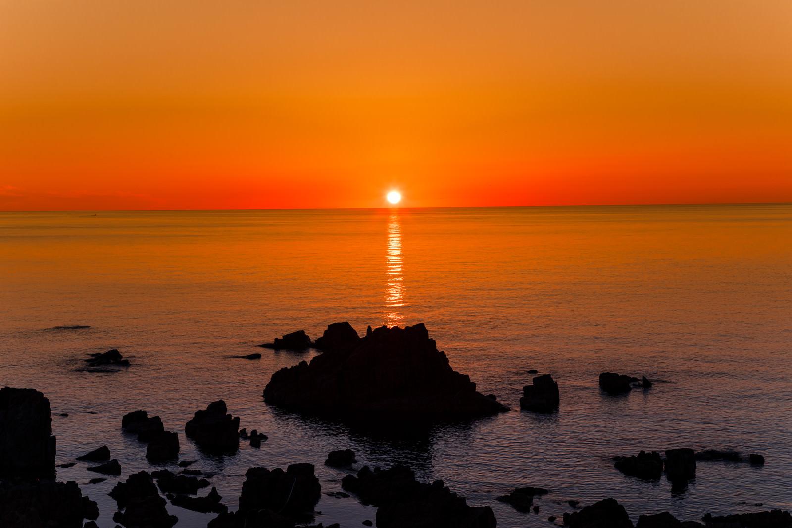 「日本海のサンセットとレイライン(入道崎)」の写真