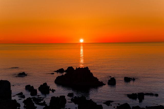 日本海のサンセットとレイライン(入道崎)の写真