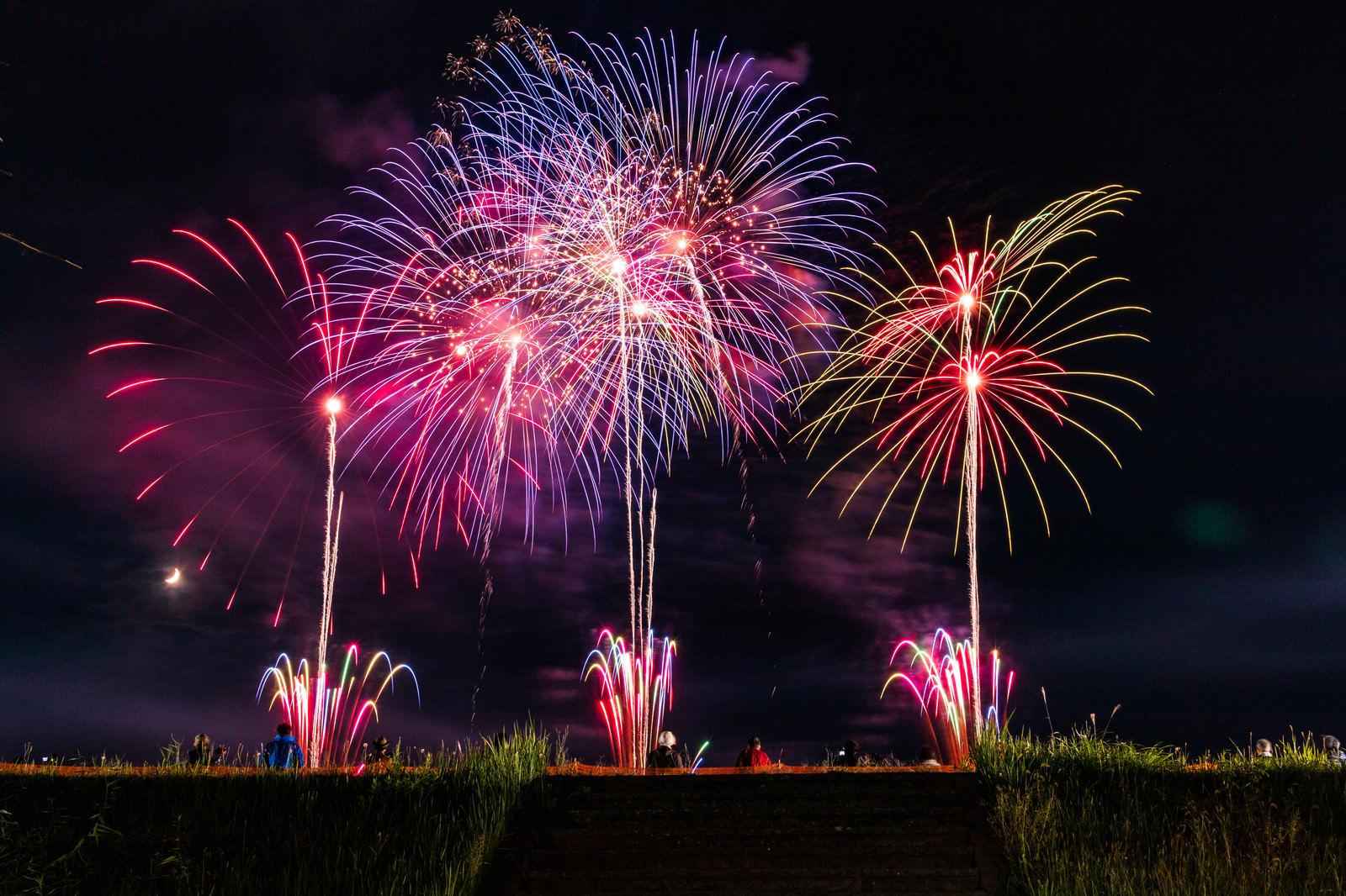 「大曲の打ち上げ花火(秋田県大仙市)」の写真