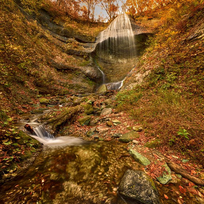 「滝から続く水の流れ(岩手県和賀郡西和賀町)」の写真