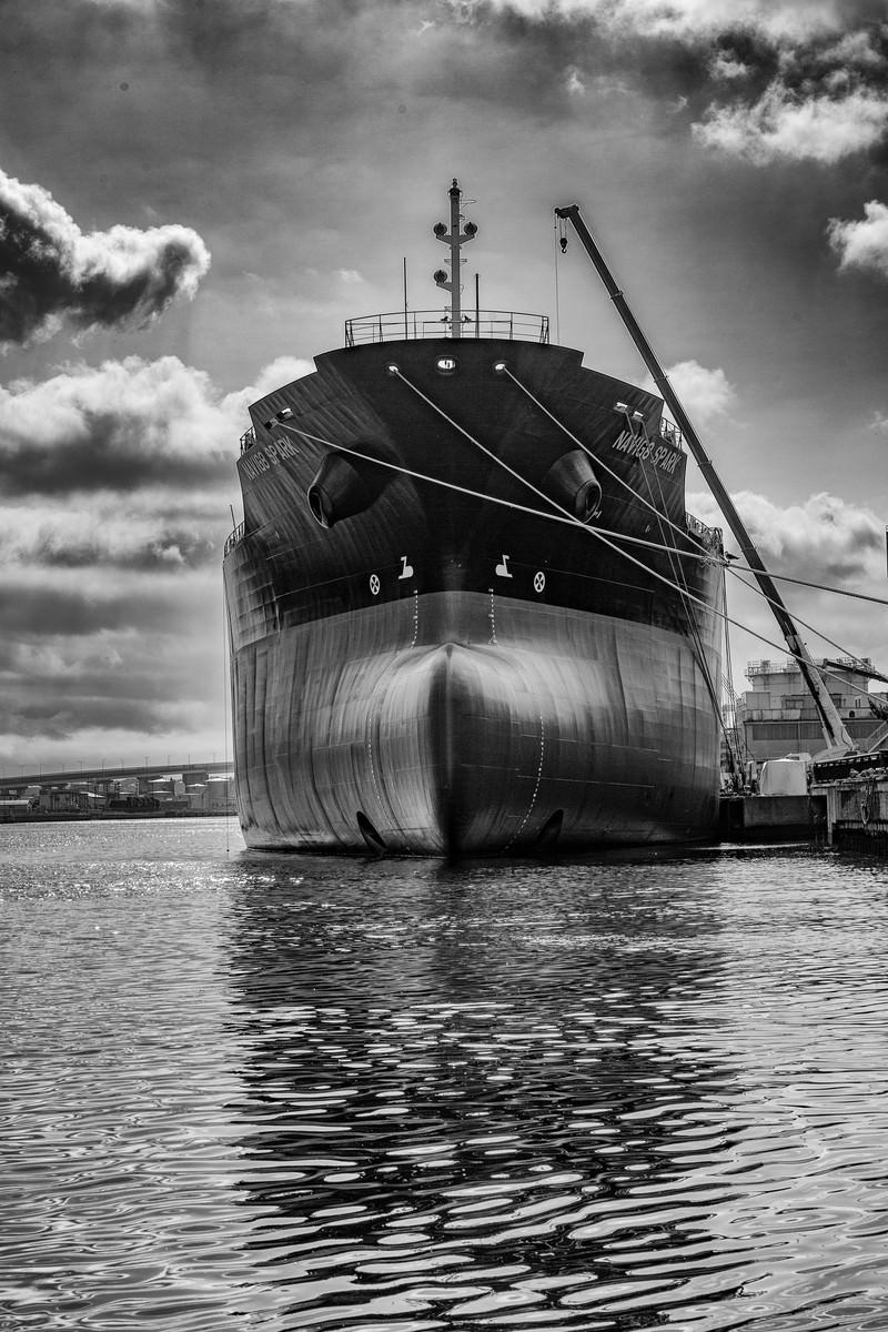 「建造船(モノクロ)」の写真