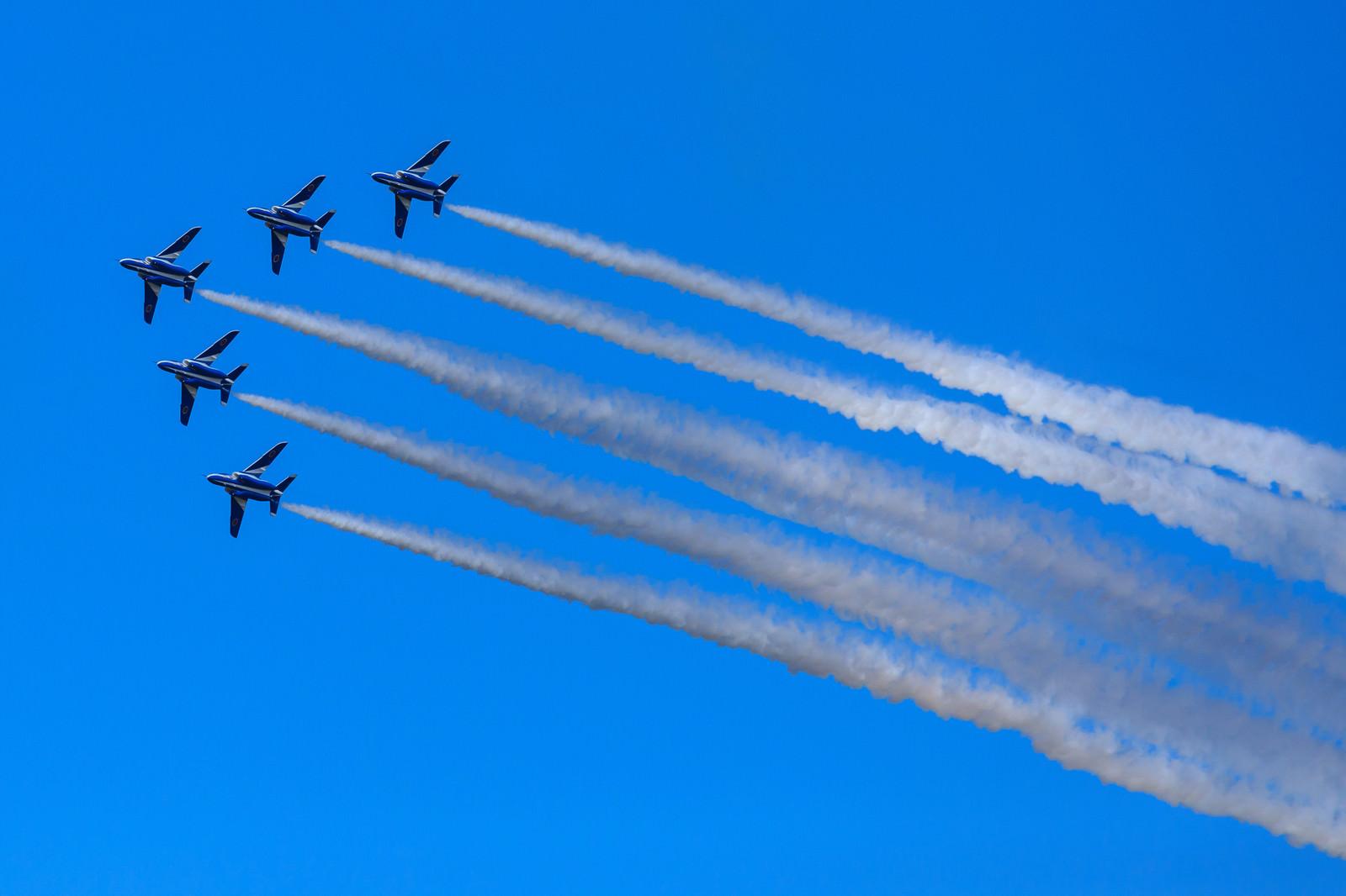 「編隊飛行(ブルーインパルス)編隊飛行(ブルーインパルス)」のフリー写真素材を拡大