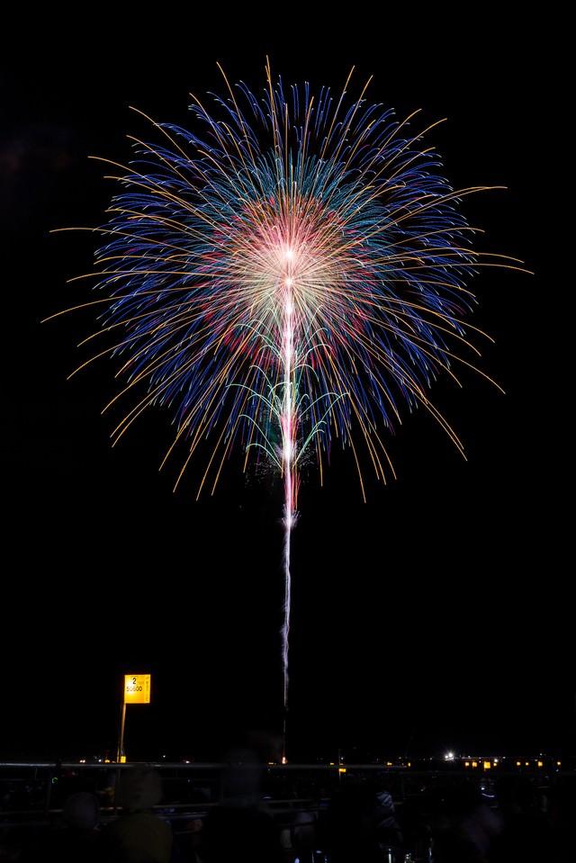職人技な花火の写真