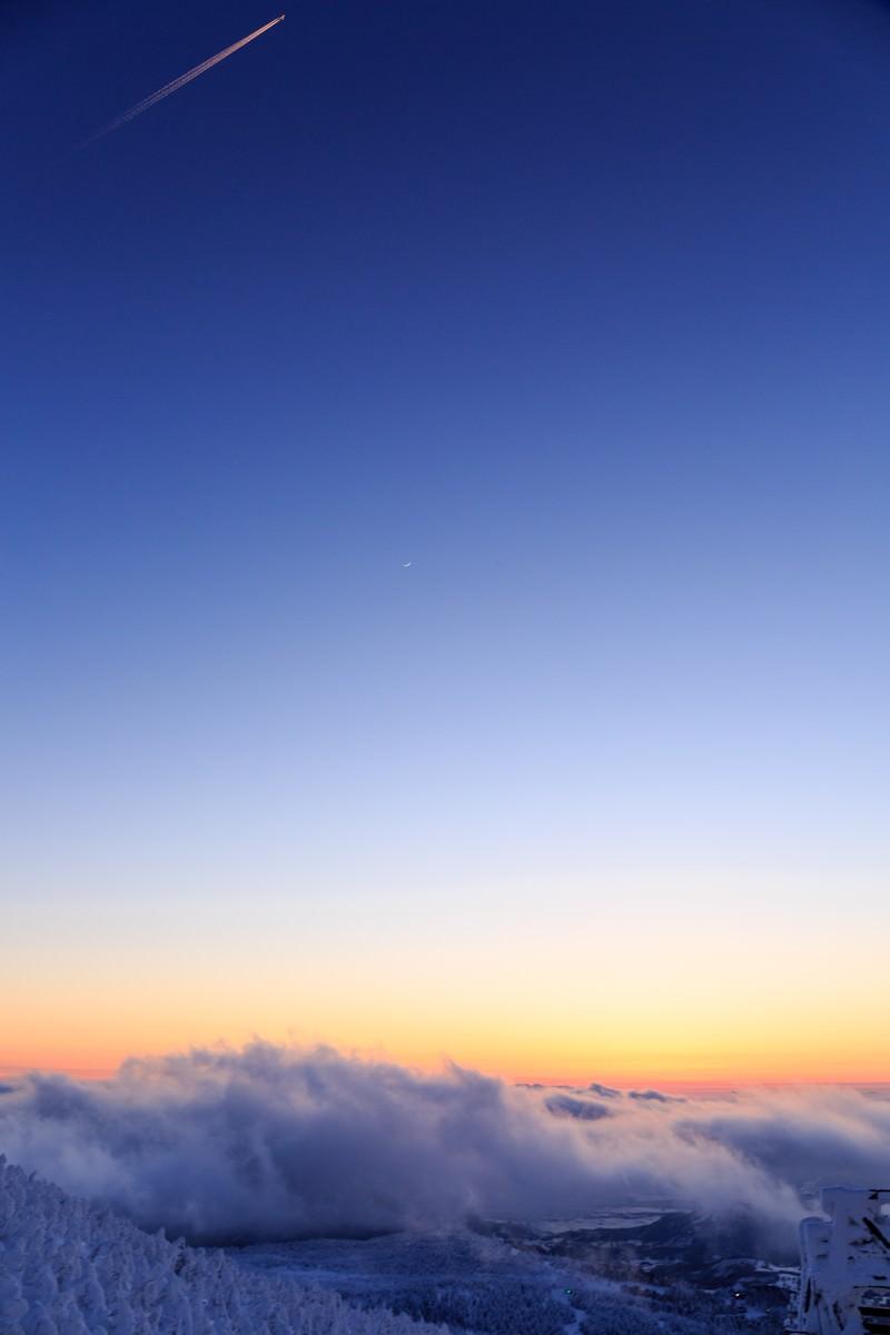 「冬の蔵王夕暮れ冬の蔵王夕暮れ」のフリー写真素材を拡大