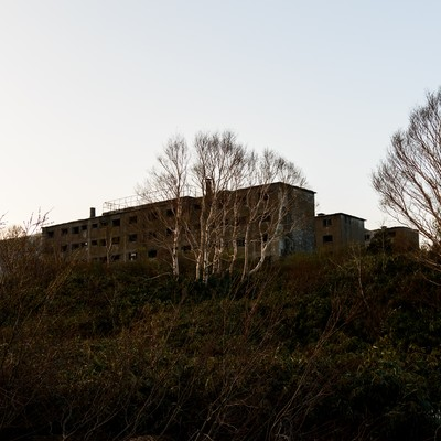 「夕暮れ時の松尾鉱山廃墟」の写真素材