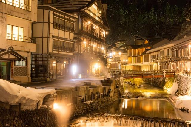 夜の銀山温泉の写真