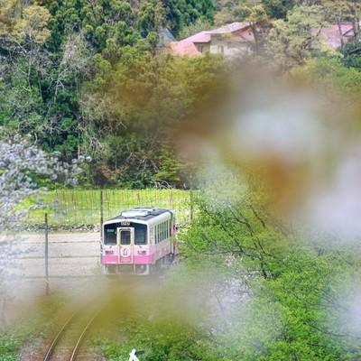「田舎の山を由利高原鉄道」の写真素材