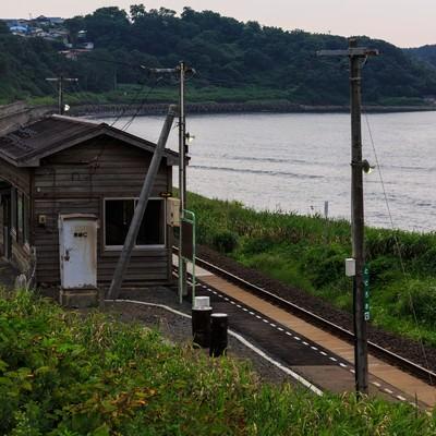 「海沿いのローカル駅」の写真素材