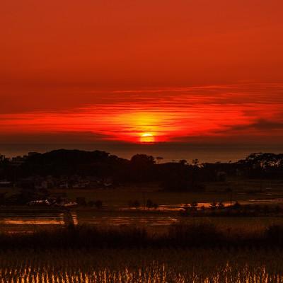 「真っ赤な日の入り」の写真素材