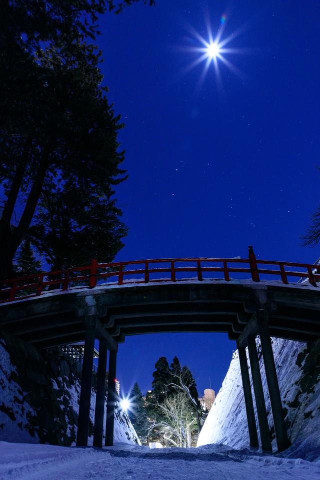 盛岡城址の月の写真