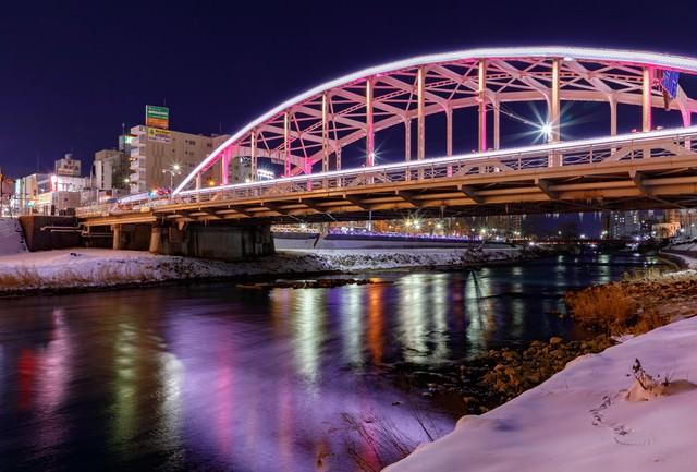 開運橋のライトアップ(盛岡)の写真